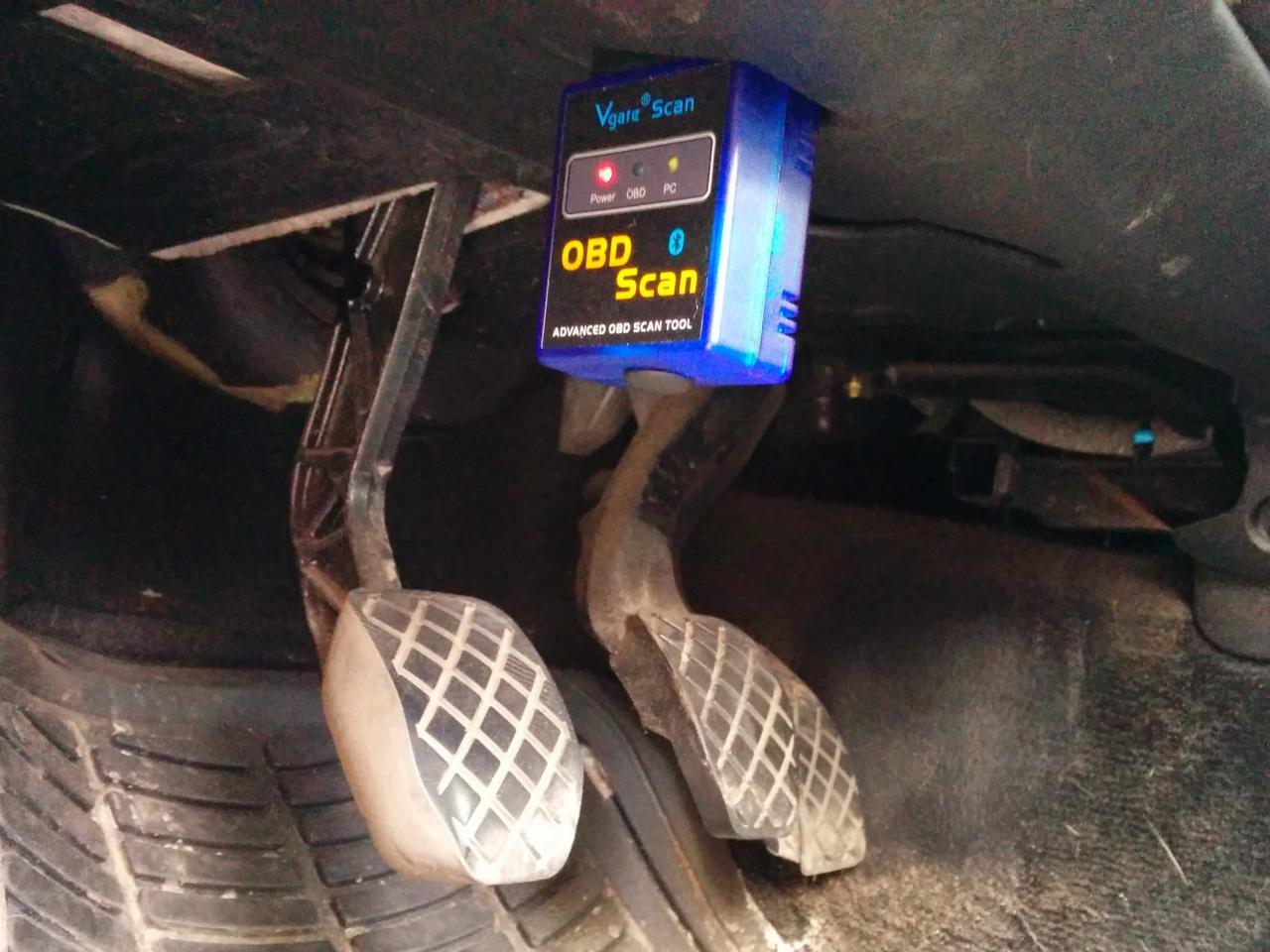 Camshaft Position Sensor >> 2001-2005 Volkswagen Passat Camshaft position sensor Replacement