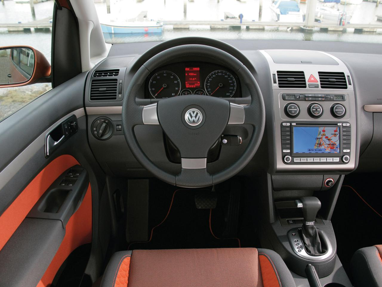 Vw volkswagen touran i tourancross 004inside for Interior touran