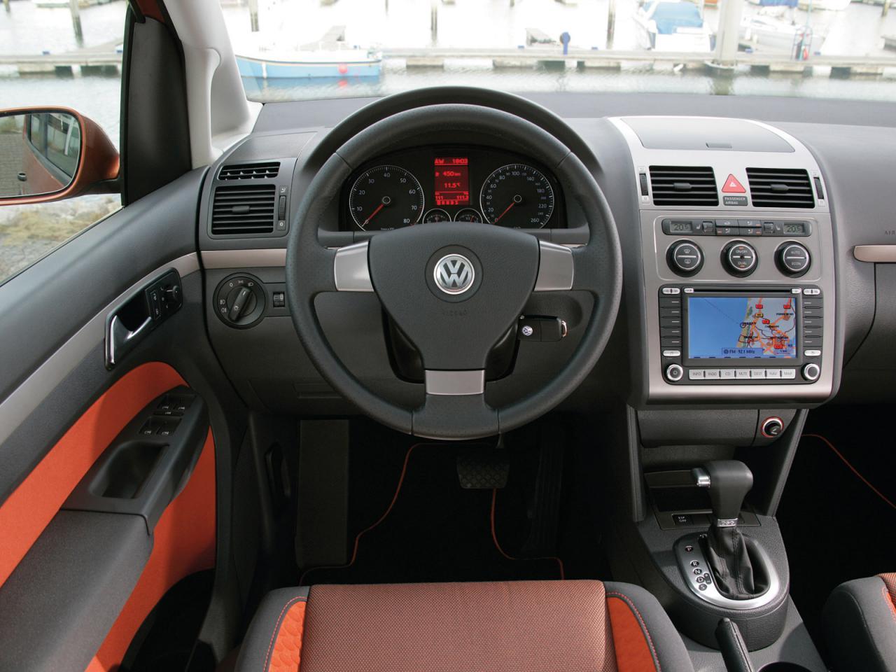 Vw volkswagen touran i tourancross 004inside for Interior touran
